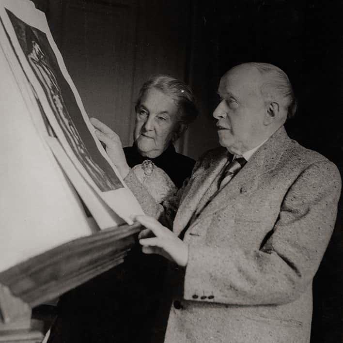 Rouault 1951 et Marthe devant le Miserere © Ina Bandy
